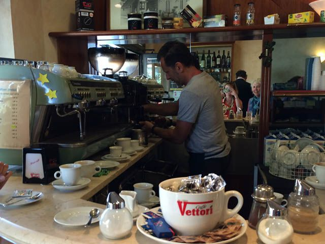Lucca Studentessa Matta : our bar – every morning we took una pausa and had an espresso here