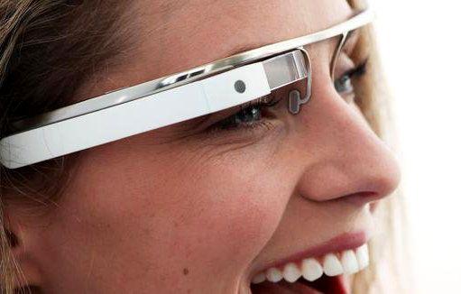 Τα google glasses πλασάρονται από τη google ως augmented reality (αυξημένης πραγματικότητας) συσκευή, καθώς πρόκειται για το πρώτο πολυλειτουργικό μηχάνημα που φοριέται κανονικά. Μέσω του βραχίονά τους, ο χρήστης δίνει εντολές την ώρα που αυτές πραγματοποιούνται μπροστά στα μάτια του.  Read more: http://rizopoulospost.com/google-glasses-oi-hackers-tha-mas-bgaloun-ta-gyalia/#ixzz2THaNgOCi  Follow us: @Rizopoulos Post on Twitter | RizopoulosPost on Facebook #google #technology #hack