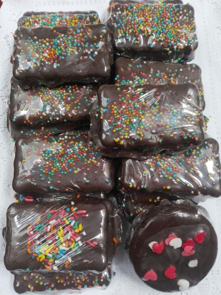 Alfajores de galleta manjar y chocolate
