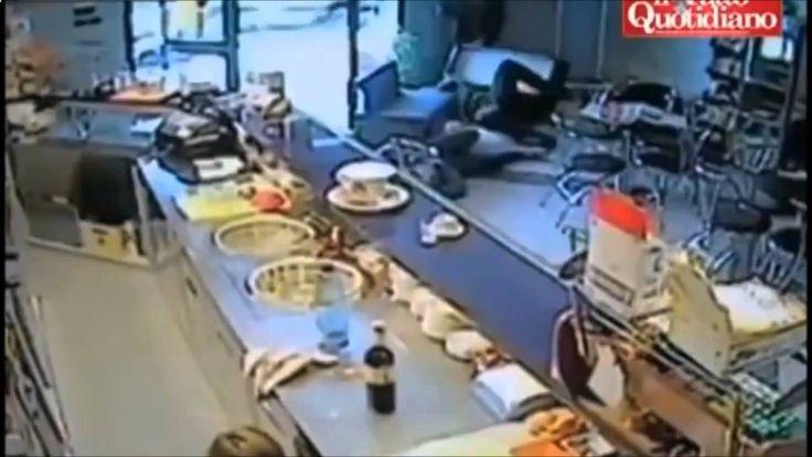 イタリアのマフィアは人を殺します   Terrifying murder in shop