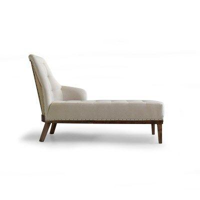 La butaca Carlota chaiselongue es de sofisticada concepción y elegancia.