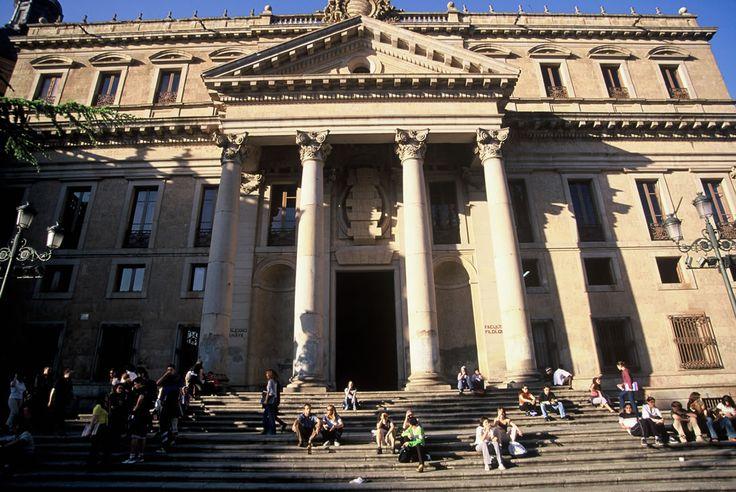 Escaleras del Palacio de Anaya, Facultad de Filología, Universidad de Salamanca, España.