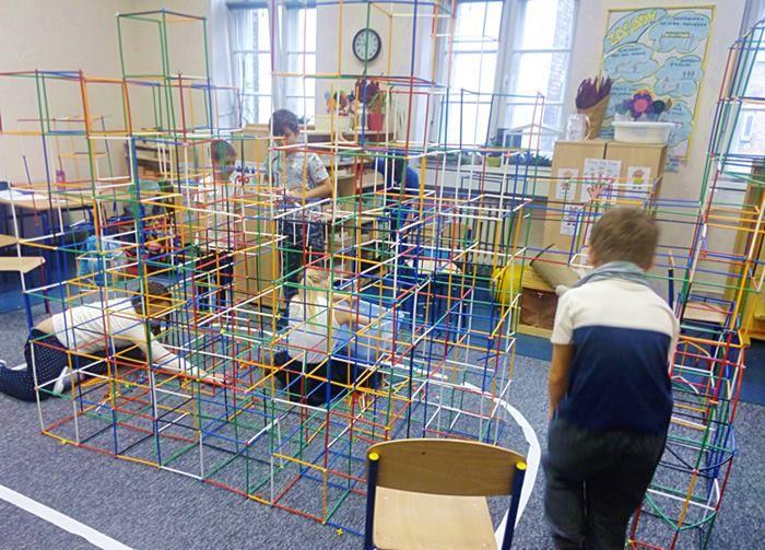 Współpraca dzieci przy budowaniu konstrukcji z Bamp. #montessori spółpraca#harmonia#bamp