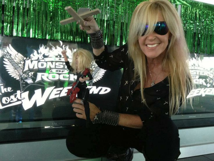 Lita Ford and her Darrionette