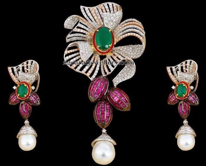Jewellery Designs: Pretty Rose Floral Diamond Locket