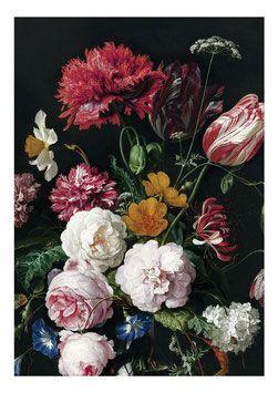 Behang uit de gouden eeuw Golden Age Flowers 2 geschilderd door oude meesters van grote kleurrijke bloemen.