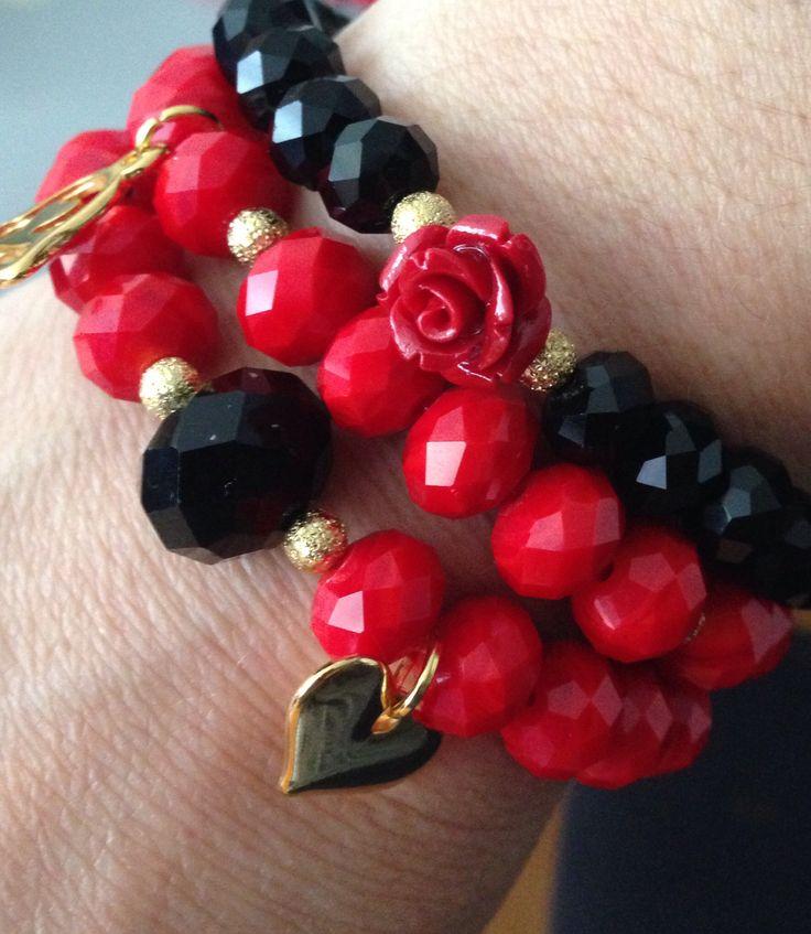 Brazalete de 3 pulseras en piedras rojas y negras. Www.dacebook.com/BarujAccesorios