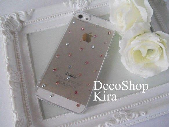 【作品説明】スワロフスキーでデコレーションしたiPhoneケースです。派手にしたくない方へオススメのデコレーション。かわいくて、キレイ♥ポイント... ハンドメイド、手作り、手仕事品の通販・販売・購入ならCreema。