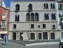 A Casa dos Bicos ou Casa de Brás de Albuquerque localiza-se em Lisboa. A casa foi construída em 1523, a mando de D. Brás de Albuquerque, filho natural legitimado do segundo governador da Índia portuguesa Wikipédia