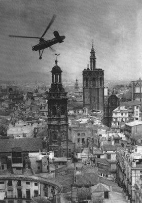 16 de febrero. Valencia. Juan de la Cierva con su autogiro sobrevuela la ciudad.