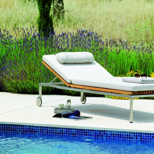 les 54 meilleures images du tableau lits piscine chaises. Black Bedroom Furniture Sets. Home Design Ideas