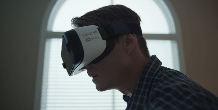 Oculus Rift x Samsung VR headset use by Joel Kinnaman in HOUSE OF CARDS (2017)