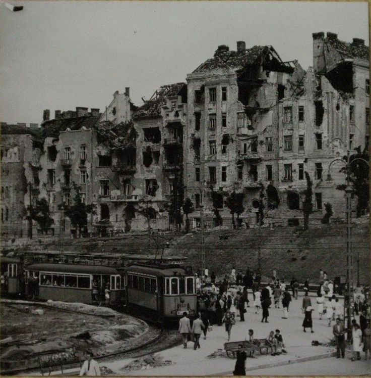 Széll Kálmán tér (Moszkva tér), 1945 Széll Kálmán (later Moscow) Square, Budapest, 1945 forrás