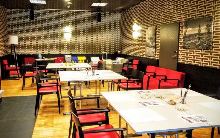 Arts and crafts workshop at a company teambuilding event.  Firemní kreativní dílna na teambuildingové akci.