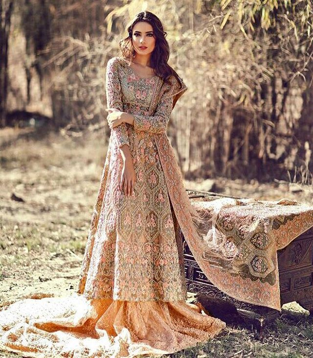 Drooling over this gorgeous intricately handcrafted peech bridal by #farahandfatima #bridals #stopstyle