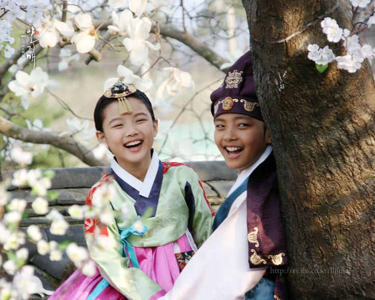 The Moon Embraces The Sun - Kim Yoo-Jung and Yeo Jin-Goo