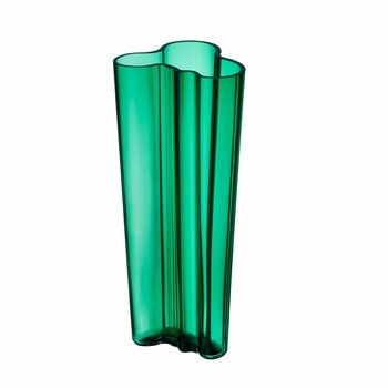 "The 2016 iittala color ""Emerald"" will catch eyes with its alluring jewel tone and rich dimension. A modern manifestation of the original Savoy vase, the Kapea ("