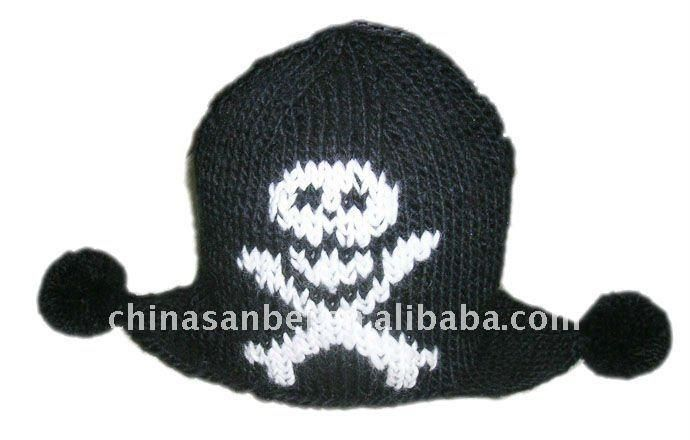 Вязаная шапка с черепом описание