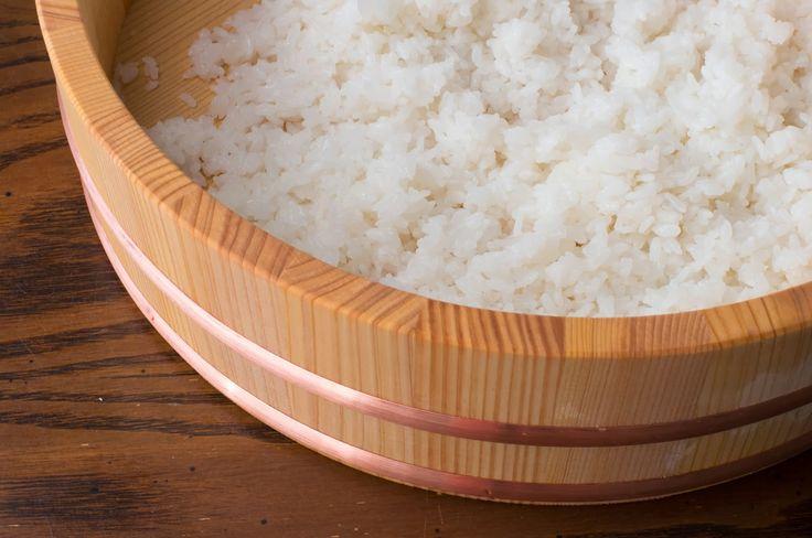 RESEP DAN CARA MEMBUAT NASI SUSHI DENGAN BENAR  Kuliner Jepang – Sushi merupakan makanan favorit dari kebanyakan orang didunia ini, makanan yang berasal dari Jepang ini memang menjadi sebuah fenomena didalam dunia kuliner, dimana sebagian besar menyukainya tetapi sebagian lainnya tidak menyukainya karena memang makanan ini merupakan sebuah masakan yang tidak begitu lazim dibeberapa negara karena dihidangkan dengan lauk atau daging-daging yang masih mentah atau setengah matang terutama daging…