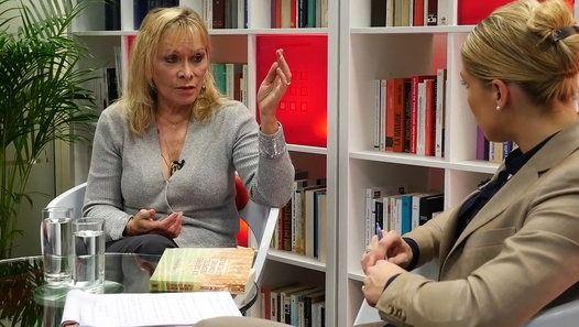 Regarder la vidéo «Zoom Claire Séverac « Chemtrails », la guerre secrète» envoyée par Mystere TV sur dailymotion.