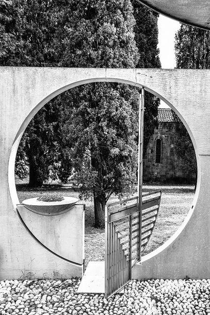 Tomba Veritti, Udine | MORE on http://www.pinterest.com/thomortiz/garden/