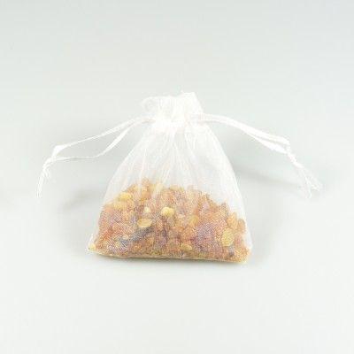 Sachet d'ambre naturel brut dans son sachet d'organza blanc - Bijoux d'Ambre