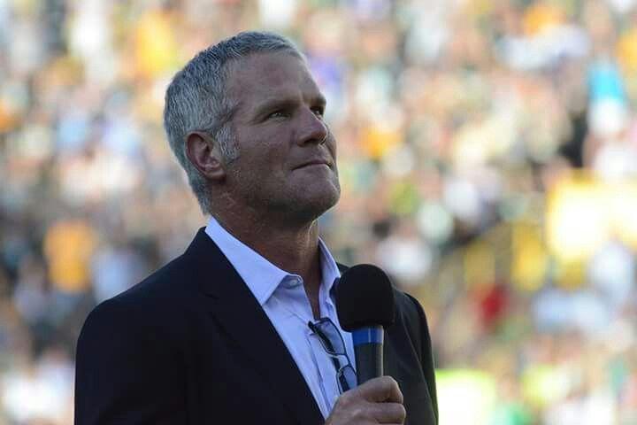 67, 000 fans did a standing ovation for Brett Favre