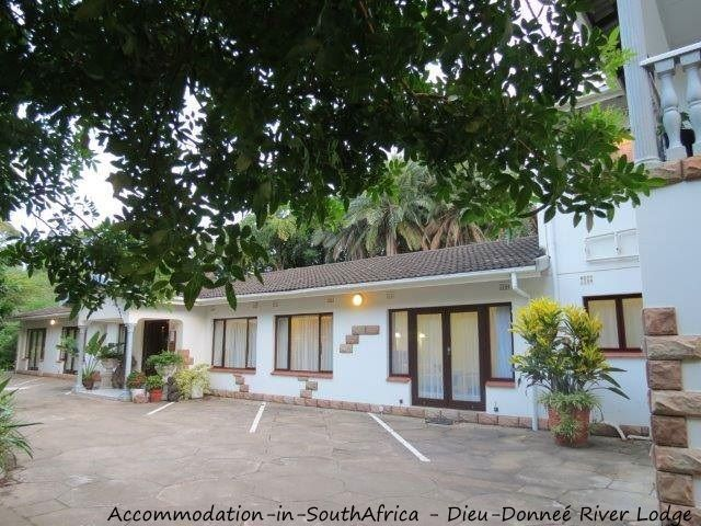 Off street parking at Dieu-Donneé River Lodge. http://www.accommodation-in-southafrica.co.za/KwaZuluNatal/PortShepstone/DieuDonnee.aspx