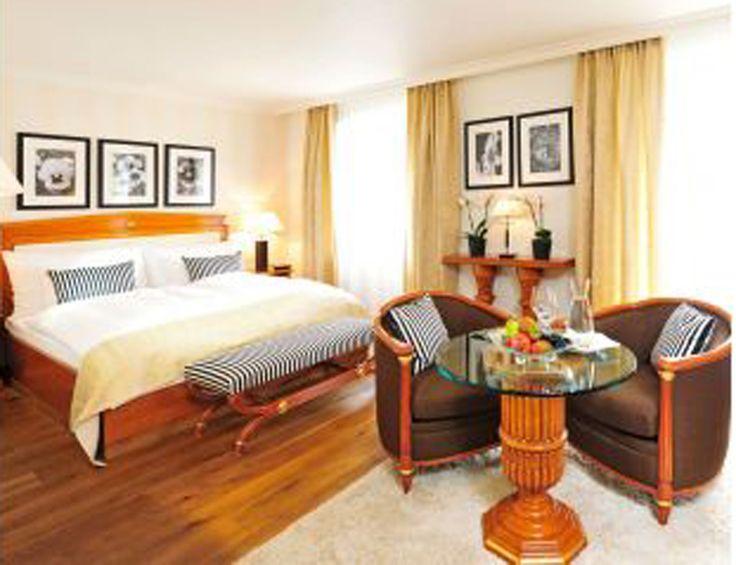 Que diriez-vous d'un court-séjour relaxant à Vaduz ?  Avec cet offre de vacances vous passez des nuitées à l'hôtel 4 étoiles Park Hotel Sonnenhof. Le prix de 655.- comprend le petit-déjeuner et un souper composé de 4 plats.  Ici tu peux réserver ton séjour luxueux: http://www.besoin-de-vacances.ch/reserver-sejour-luxueux-2-a-655/