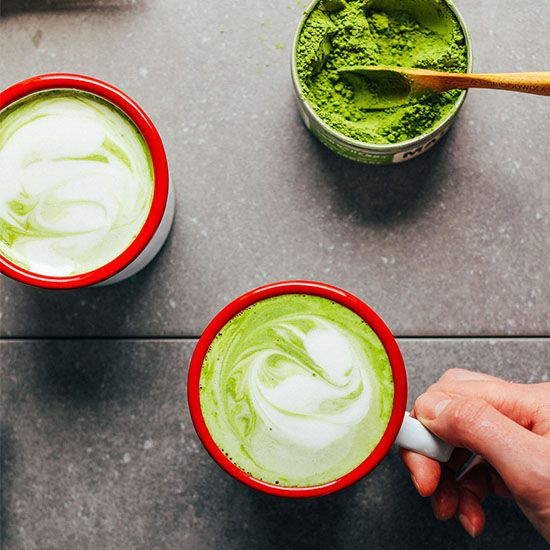The best vegan matcha latte with matcha powder recommendations, my favorite dairy-free milk blend, and natural sweeteners! An antioxidant-rich beverage!