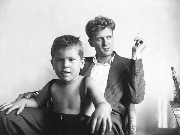 Young Robert de Niro Jr, with his dad, Robert de Niro Sr (1946). pic.twitter.com/ctWKwunkGd?utm_content=buffere9dca&utm_medium=social&utm_source=pinterest.com&utm_campaign=buffer via History In Pictures