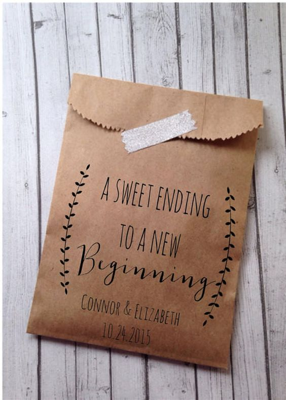 Paper bags from Details on Demand for your guests to bag their own doughnut wedding favor. Want our tips for ways to display doughnuts at a wedding? Head to the blog!