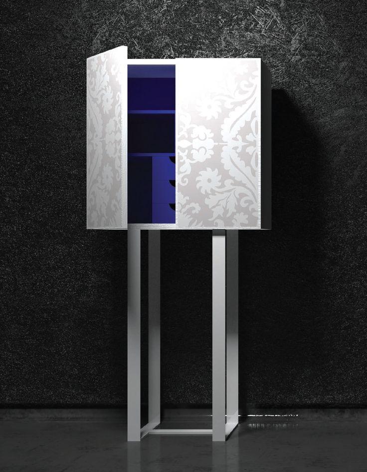 """Una linea rigorosa ed una struttura a forte spessore, in #frassino #rigatino tinto in essenza, con #maniglie celate nel profilo, mette in risalto le #ante, placcate con vetri laccati, o specchi, che propongono il decoro, sabbiato, di un antico damasco. Oltre i pezzi proposti in #collezione, i #mobili della linea """"venti"""" possono essere #realizzati #su #misura. #art #design #artdesign #arredamento #sumisura #complementi #arredo"""