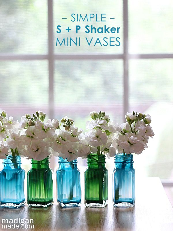 Easy and cheap craft: simple salt + pepper shaker painted vases: Salts Peppers Shakers, Diy Ideas, Bud Vase, Salt Pepper Shakers, Shakers Minis, Home Decor Ideas, Vases, Salts Shakers, Minis Vase