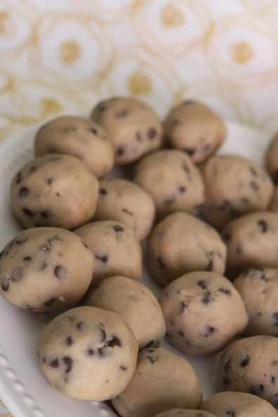 Cookie dough balls with no eggs, mwahahaha, let's make goodies for the kids I babysit..... And me ;)