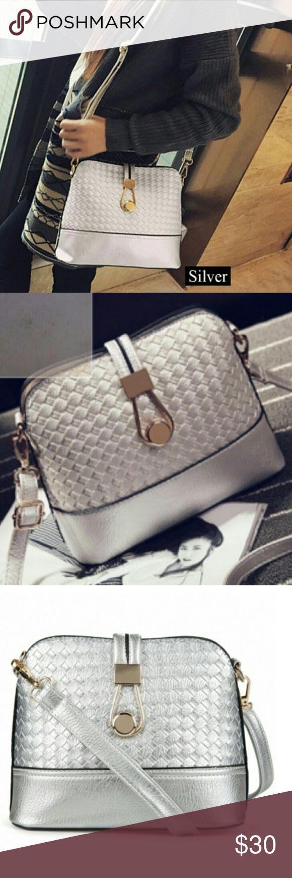 Silver shoulder bag Gorgeous shoulder bag. This bag is great and functional! Bags Shoulder Bags