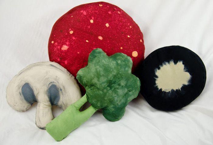 Divertenti cuscini a forma di frutta, verdura e alimenti vari per chi non vuole separarsi dal cibo