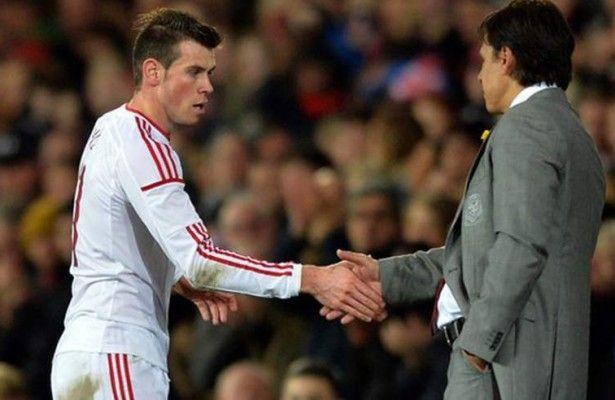Seleccionador de Gales recomienda a Bale que se quede en el Real Madrid  - El seleccionador de Gales, Chris Coleman, ha recomendado a su compatriota Gareth Bale, estrella del combinado británico, que se quede en el Real Madr...