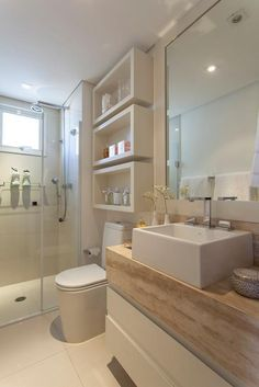 Faz um tempinho que eu não posto ambientes inspiradores por aqui, por isso hoje trouxe imagens deste lindo banheiro. Adoro banheiros com acabamentos neutros, as cores claras vão super bem em banhei...