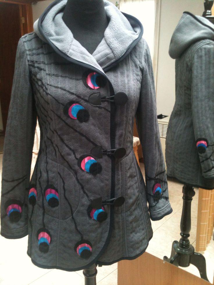 Abrigo de Polar y tull con aplicaciones en telas recicladas de LoreDiseños #coat
