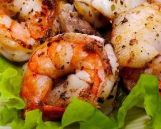 Crevettes épicées à picorer pour Luncbox minceur : http://www.fourchette-et-bikini.fr/recettes/recettes-minceur/crevettes-epicees-picorer-pour-luncbox-minceur.html