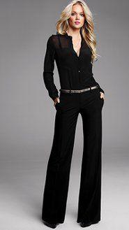 Blusa negra y pantalón negro