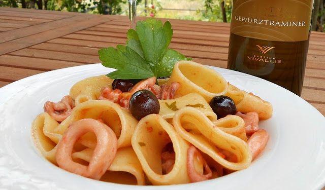 Mezze-maniche con moscardini e calamari, piatti di pesce cucina Hotel Saraceno 4 stelle