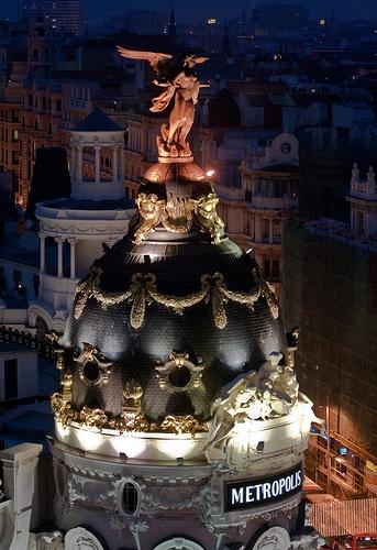 Metrópolis por la noche, Madrid    by hydrosound, via Flickr