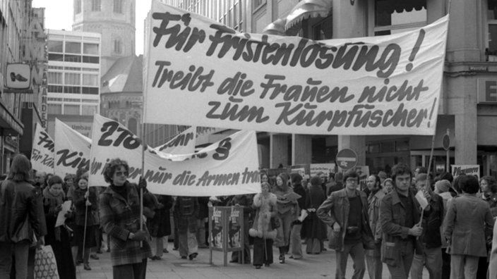 Planet Wissen Frauen demonstrieren in Bonn gegen den Abtreibungsparagrafen 218, Aufnahme vom 15.2.1975 | Bildquelle: WDR/dpa/Michael Dick