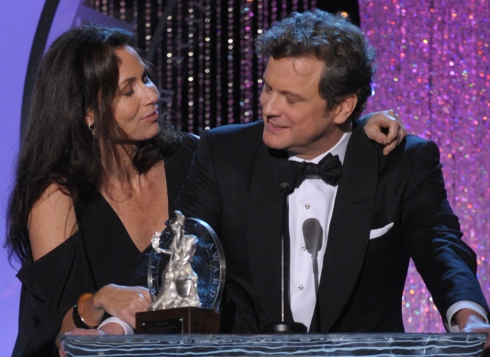 Minnie Driver presenting to Colin Firth at the BAFTA Los Angeles Britannia Awards 2009