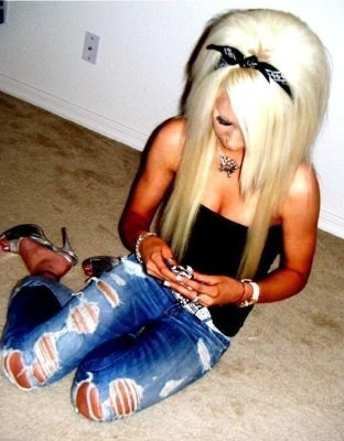 If I could ever pull off bleach blonde I would. I love this color.