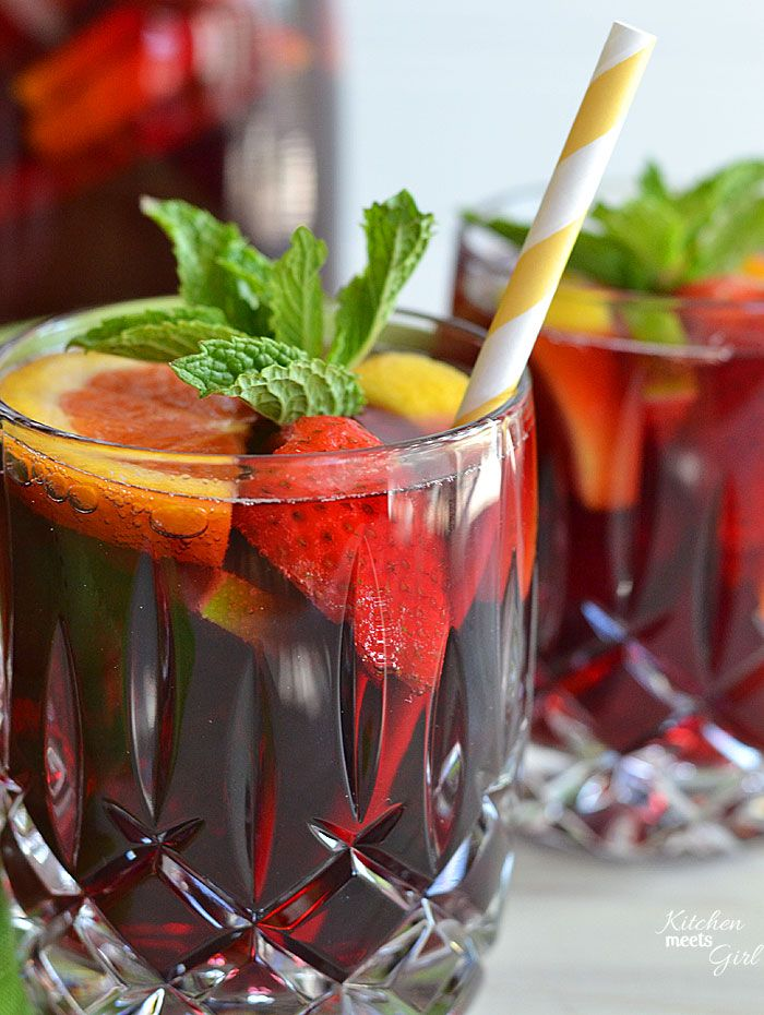 This easy summer sangria is the best I've had, hands-down! #recipe #sangria #wine