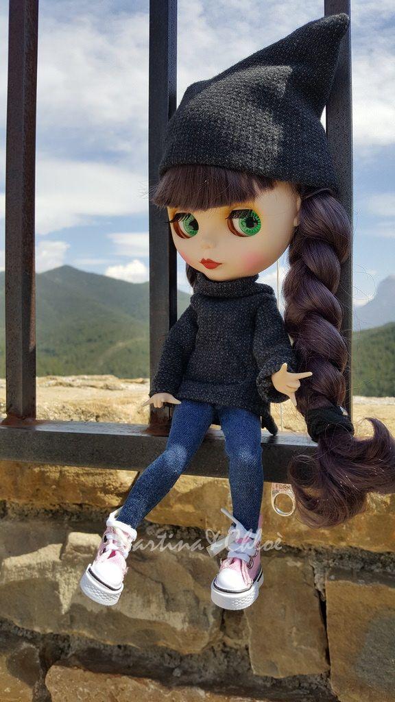 https://flic.kr/p/UhVYsd | Martina | Sudadera gris oscuro y gorro a juego. Hecho a mano.  Dark gray sweatshirt and matching cap. Handmade.    Visitame en/Visit me at: www.mcblythe.artesanum.com