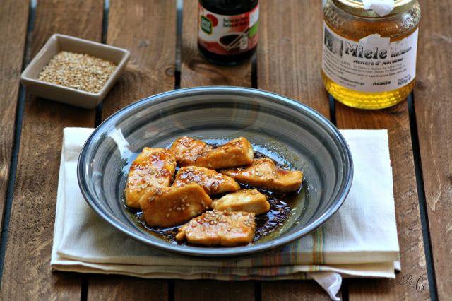 Bocconcini di Pollo con Salsa di Soia, Miele e Semi di Sesamo